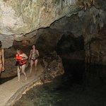 Saliendo de una de las cuevas.
