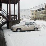 Estacionamento em frente ao hotel