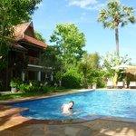 Les chambres donnent sur la piscine