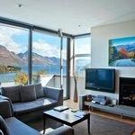 1 & 2 BRM Apartment Lounge