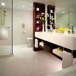 Deluxe Harbour View Room - bathroom