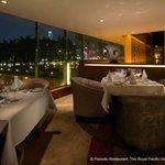 Pierside Bar & Restaurant