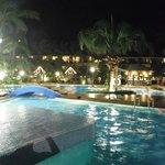 泳池區夜景
