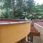 Вид с балкона на крышу