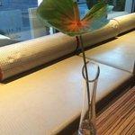 Живые цветы на столах