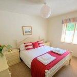 Kittiwake cottage bedroom at Broomhill Manor