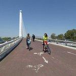 Coming back over the Alamillo Bridge/Puente del Alamillo.