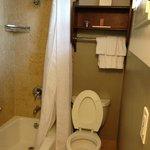 Salle de bains minuscule : une honte !