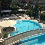 Вид с террасы на бассейн