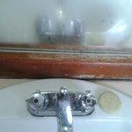 Muebles de baño en total deterioro