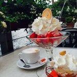 Coffee Amaretto, strawberries with ice-cream