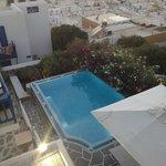 La piscina a disposizione della villa affiliata all'hotel.