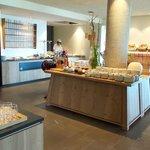 Buffet colazione con cuoca per disponibile per cuocere al momento