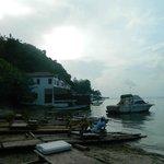 entrada, donde algunos pescadores tienen su jerk a la venta