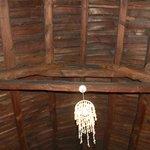 charpente de la toiture en chaume