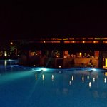 vue bar piscine nuit