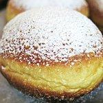 bombolone con crema pastellera