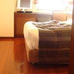 ベッドも移動させられるので、車椅子でも使いやすい。