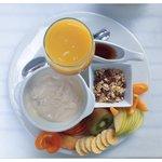 Müsli mit Yoghurt und Früchten ( vegan )