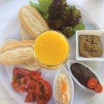 Frühstück ☀️ ( mit Hummus , Olivencreme, Auberginencreme ) vegan