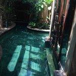 สระว่ายน้ำส่วนตัว สวยงามและสะอาด