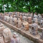 Over 130 votive stupas have been arranged neatly!!