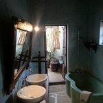 Lamour - bathroom