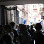 In attesa di entrare a Napoli Sotterranea