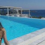 vista da piscina do hotel, bem em frente a praia!