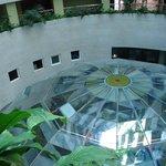 Vista de la mampara de cristal sobre el balneario.