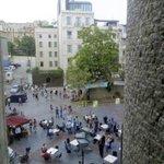 Вид из окна на площадь перед Галата Тауэр