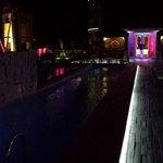 La piscine sur le toit de l'hôtel