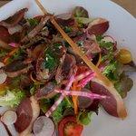 Entrée du menu à 21: salade de gésiers et magrets à l adresse: très bon