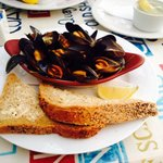 Fresh mussels in garlic butter