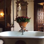 LUXURY BATH, ROSES AND VIEW WHAT MORE CAN YOU WANT