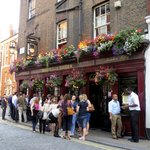 Pretty and popular Englsh pub