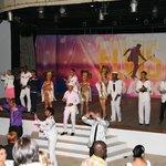 Die Showbühne, anschließend wurde das Publikum immer noch mit einbezogen (Settemari Club und Hen