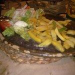 Acompañamiento y plato de presentación del cachopo