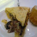 tortilla de jamón con boletus y foie