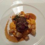 Rotolo di vitello con patate e crema di carote