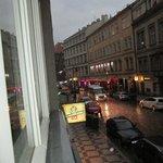 вид из окна номера, снимала в дождь