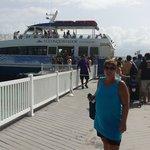 Catamaran que te lleva a la isla de Palomino