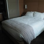 1 Queen bed in the newly-renovated Queen Room