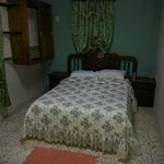 habitacion privada con aire acondicionado y TV