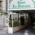 Entrada principal del hotel (Foto cortesía de Google, pero es copia fiel del hotel)