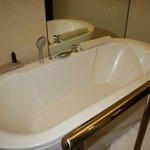 Awesome bathtub!!