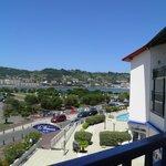 vue de notre balcon avec au fond la piscine extérieure