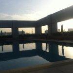 朝焼けのプール