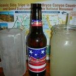 Un verre glacé pour la bière et les soft drink dans un bocal