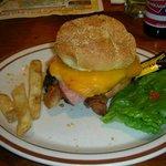 Gros burger (les frites sont déjà mangées)